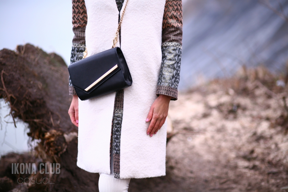 Street fashion photo | Crossbody