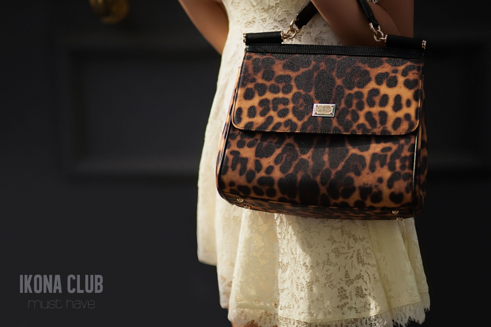 Street fashion photo | Animal print bag