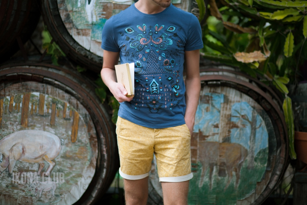 Street fashion photo | Yellow city shorts