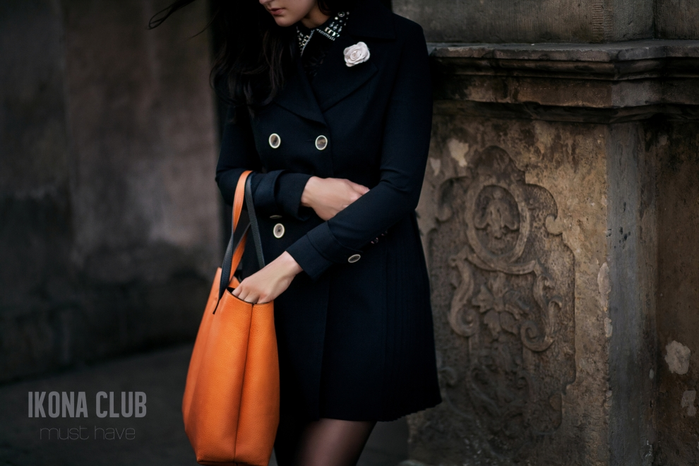 Street fashion photo | Black silk trench