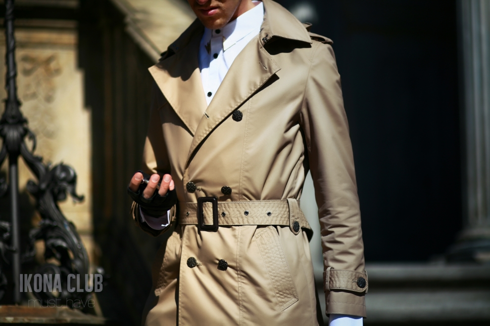 Street fashion photo | Men coton trench coat
